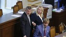 Opozice vyzvala ministryni Dostálovou k rezignaci, Babiš se jí zastává
