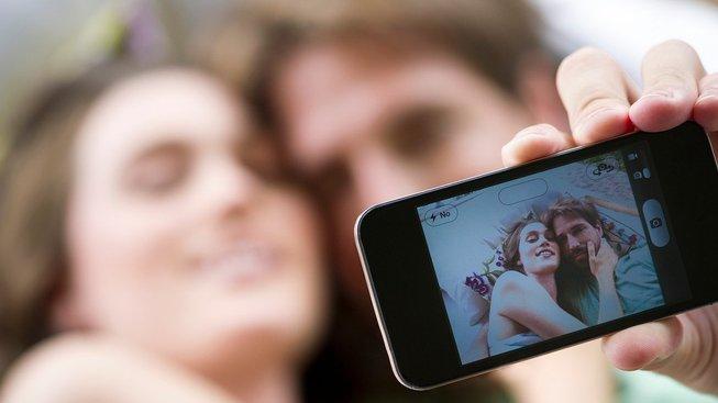 Co se společnými fotografiemi na sociálních sítích? Ilustrační snímek