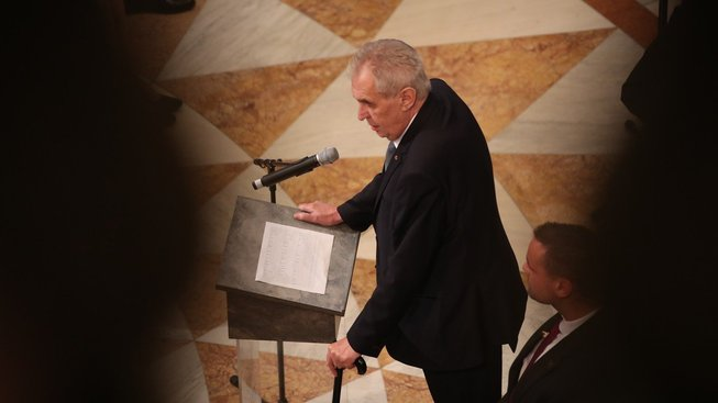 """Prezident Miloš Zeman se o BIS vyjádřil jako o """"čučkařích""""."""