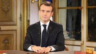 Emmanuel Macron při projevu