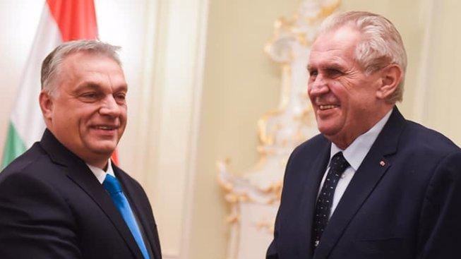 Maďarský prezident Viktor Orbán a český prezident Miloš Zeman při nedávném setkání