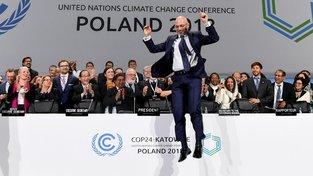 Michal Kurtyka slaví výsledek konference COP24