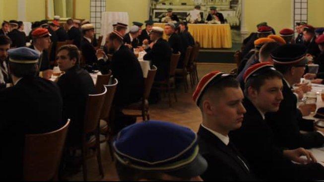 Buršáci na sněmu v Paspově sále v Praze na Smíchově