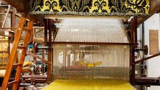 Ve vyhlášení dílně na tkaní hedvábí Antico Setificio Fiorentino používají historické stroje, včetně vynálezu sestrojeného podle nákresů Leonarda da Vinciho