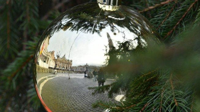 Vánoční výzdoba na Svatopetrském náměstí v Římě