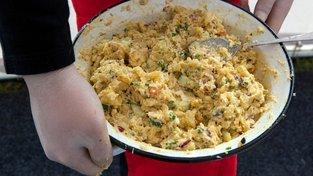 Bramborový salát je vánoční klasika, které Češi snědí během svátků obrovské množství. Ilustrační snímek