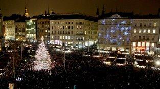 První Strom republiky byl rozsvícen v roce 1924 v Brně. Po roce 1989 byla tradice obnovena, ale na původní myšlenku se pozapomíná. Ilustrační snímek