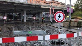 Most u stanice metra Vltavská byl uzavřen více jak dva měsíce.