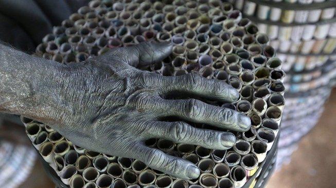 Lidé mají střelný prach zažraný v kůži
