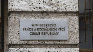 Kontroly už probíhají na ministerstvu práce a ministerstvu pro místní rozvoj