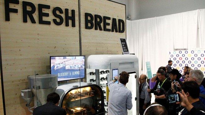 Hit letošní konference chytrých spotřebičů - robotická pekárna chleba