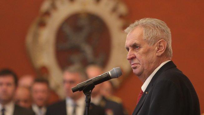 Zeman jmenování obou akademiků profesory odmítá