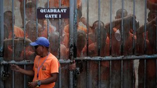 Věznice v Manile jsou zcela přeplněné, chaosu brání v podstatě jen činnost gangů