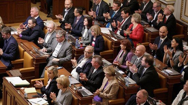 Pro senátní podobu oddlužení hlasovalo 62 ze 184 přítomných poslanců.