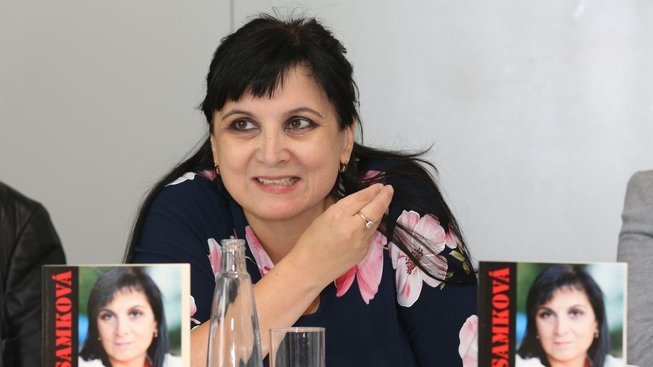 Když do Česka přišla panika kolem migrační krize, Samková se stala značně aktivní v islamofobním hnutí.