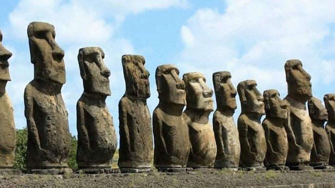 Sochy na Velikonočním ostrově se časem mohou kvůli stoupající hladině oceánů a velkým vlnám převrátit