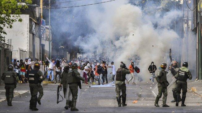 Při protestech ve Venezuele minulý týden zemřelo 35 lidí