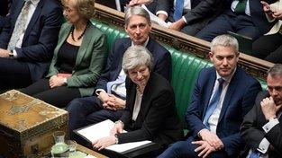 Brexit bez dohody se řadě (nejen) poslanců nelíbí