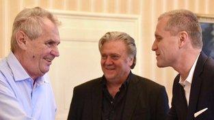 Petr Bystroň (vpravo) se Stevem Bannonem během přijetí u prezidenta Zemana
