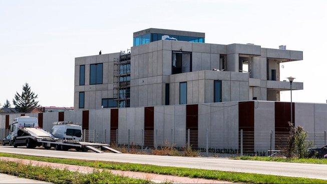 Šéf železáren Tomáš Pour si staví v Prostějově dům u výpadovky na Plumlov