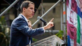 Šéfa venezuelského parlamentu Juana Guaidó uznali Španělé prezidentem Venezuely jako první stát EU