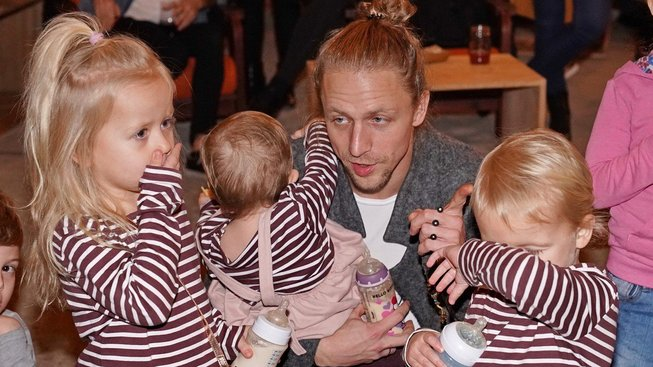 Tomáš Klus s dětmi Alfrédem, Josefínou a Jenovéfou. Klusovi na propopulační reformu penzí nečekali