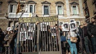Katalánští separatisté protestují proti soudu se svými lídry