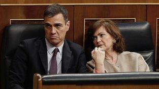 Premiér Pedro Sanchéz rychle opustil sál