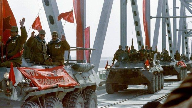 Sovětské jednotky opouštějí 15. února 1989 Afghánistán