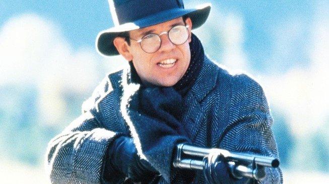 Charles Martin Smith jako úředník finanční kontroly Oscar Wallace ve filmu Neúplatní. Mezi jeho pracovní nástroje patřil revolver Smith & Wesson i samopal