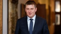 Nemáte co mluvit do zahraniční politiky, vzkázal Petříček KSČM