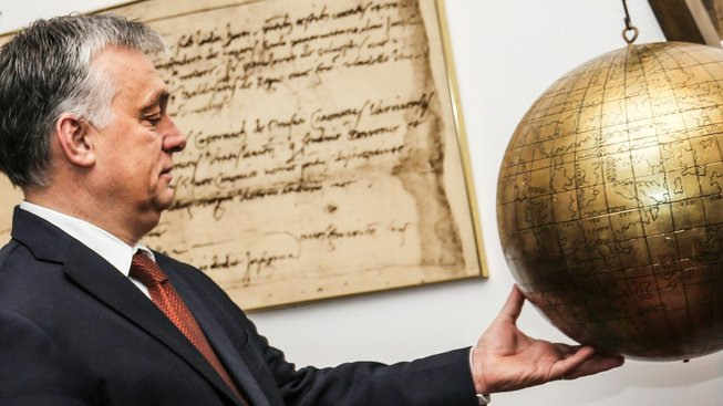 Sní Viktor Orbán o tom, že jednou bude ředitelem zeměkoule?