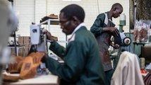 Zimbabwská továrna na obuv