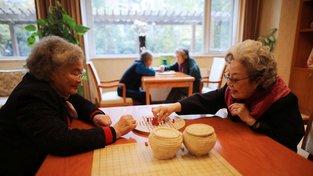 Číně začínají chybět domovy pro seniory. Ilustrační snímek