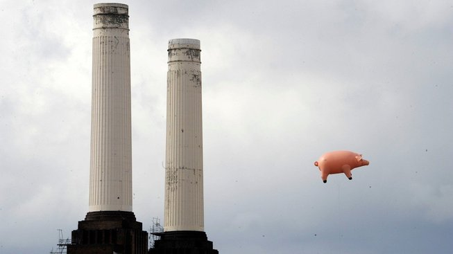 Slavné floydovské prase nad elektrárnou Battersea po 35 letech