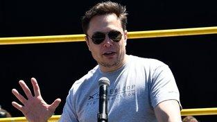"""Šéf Tesly Elon Musk znovu napsal """"nevhodný"""" tweet"""