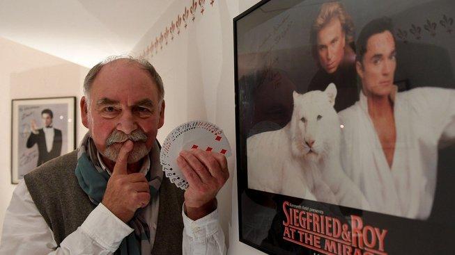 Harold Voit založil na předměstí Mnichova kouzelnickou školu Magic Academy