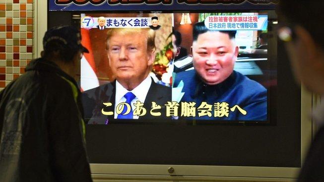Trump a Kim se sešli v Hanoji