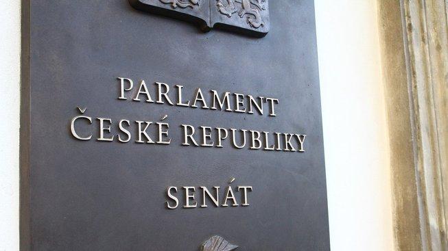 Horní komora novelu odmítla hlasy 64 ze 74 přítomných senátorů.