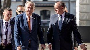 Zeman a slovenský prezident Andrej Kiska na schůzce osmi členských zemí NATO