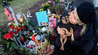 Páníčci si mohou na hrob nechat vytvořit i reálně vypadající sochu svého zesnulého mazlíčka