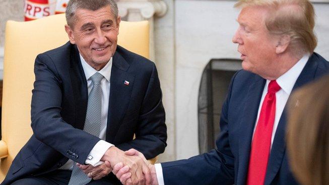 Vidíš, Merkelové jsem ruku nepodal, tobě jo