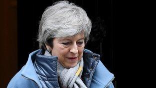 Poslanci britskou premiérku nepotěšili...