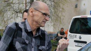 Soudce Ivan Elischer během svého loňského odchodu z vazby