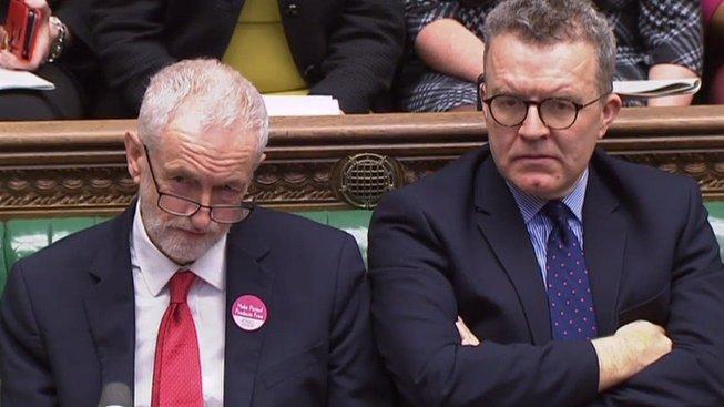 Šéf labouristů Jeremy Corbyn a místopředseda Tom Watson