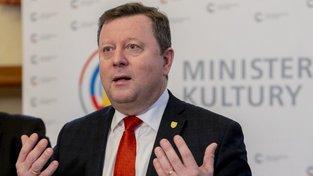 Na ministra kultury Antonína Staňka se sesypala kritika