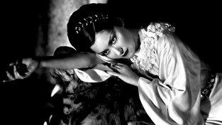 Gloria Swansonová ve 20. letech