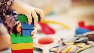 Víte, jak správně vybírat hračky pro své dítě?