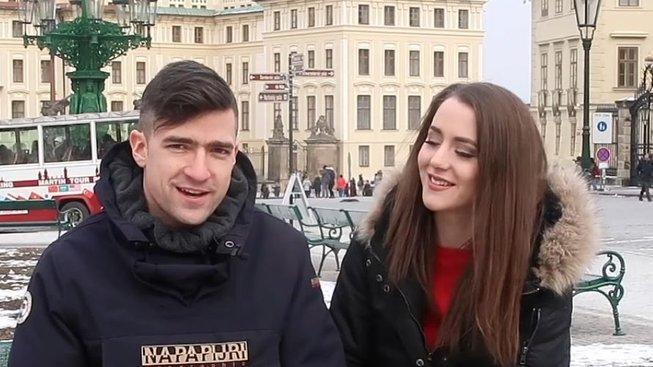 Praha, rakouští identitáři a americká krajní pravice (Martin Sellner a Brittany Pettibone na Hradčanech, březen 2018)