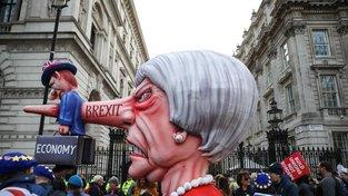 Kreativita britských demonstrantů je nevyčerpatelná